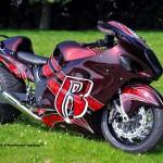 For these type of bikes the swingarms with an extra axle are made ••• Voor zulke motoren worden achterbruggen met tussenassen gemaakt